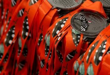 Odbiór medali poza galą